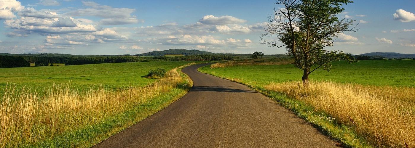 Begleitung_Weg durch Landschaft (pixabay_landscape-3127859)_1920×1079